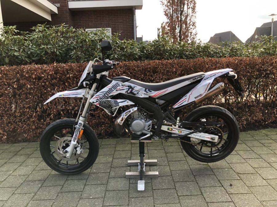 IXAY4211 900x675 - Derbi Senda DRD Racing Jägermeister White Edition! 2013 UNIEK!!