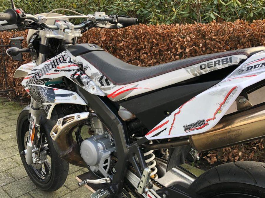 JNUB4173 900x675 - Derbi Senda DRD Racing Jägermeister White Edition! 2013 UNIEK!!