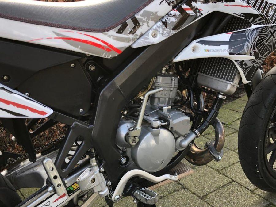 MQAM4932 900x675 - Derbi Senda DRD Racing Jägermeister White Edition! 2013 UNIEK!!