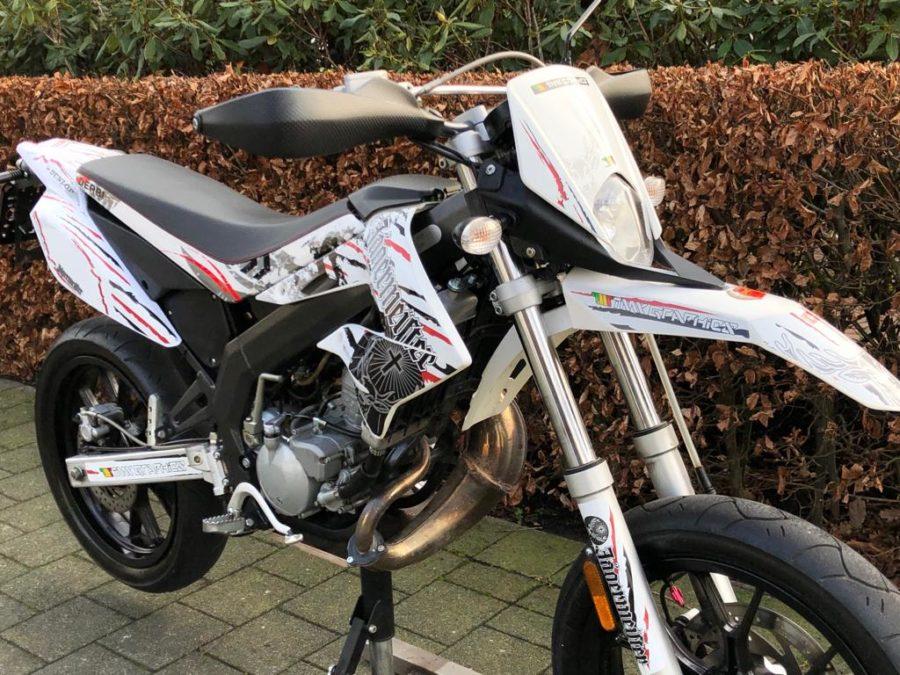 UNIY5762 900x675 - Derbi Senda DRD Racing Jägermeister White Edition! 2013 UNIEK!!