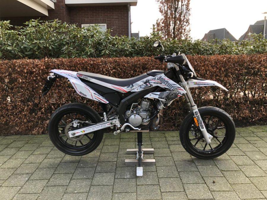 WAGZ5493 900x675 - Derbi Senda DRD Racing Jägermeister White Edition! 2013 UNIEK!!