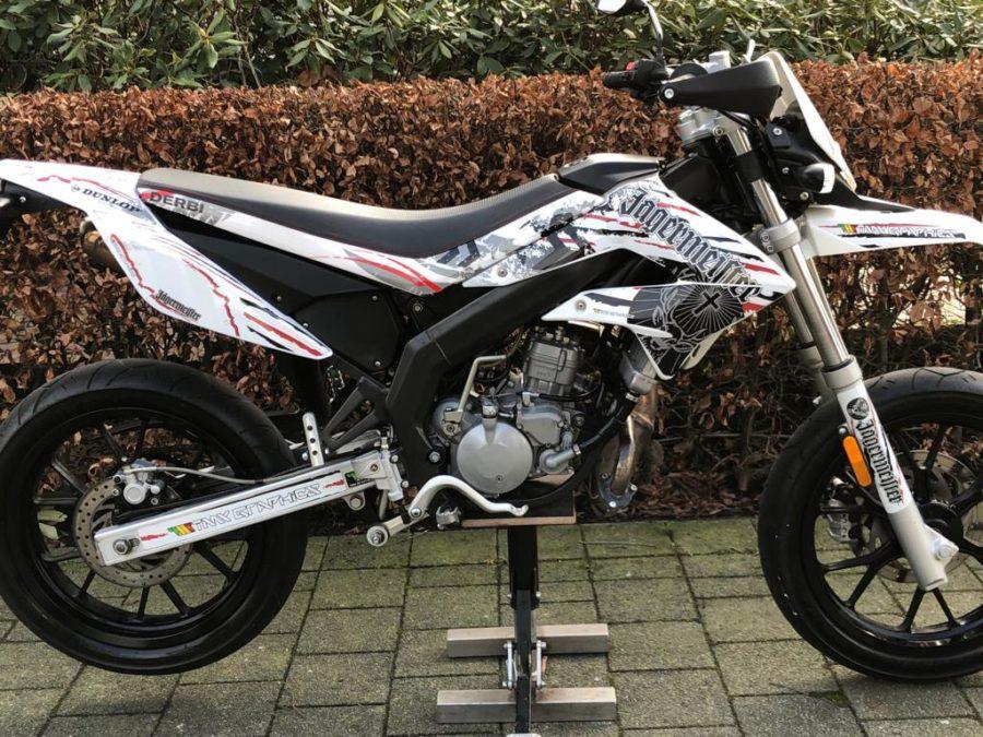 WXCK4117 900x675 - Derbi Senda DRD Racing Jägermeister White Edition! 2013 UNIEK!!